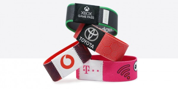 NFC wristbands as intelligent giveaway with added value for trade fairs